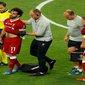 تقارير.. إصابة محمد صلاح بخلع في الكتف وطبيب منتخب مصر يرفض استباق الأحداث